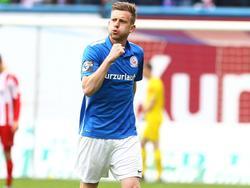 Maximilian Ahlschwede bleibt mindestens ein weiteres Jahr an in Rostock