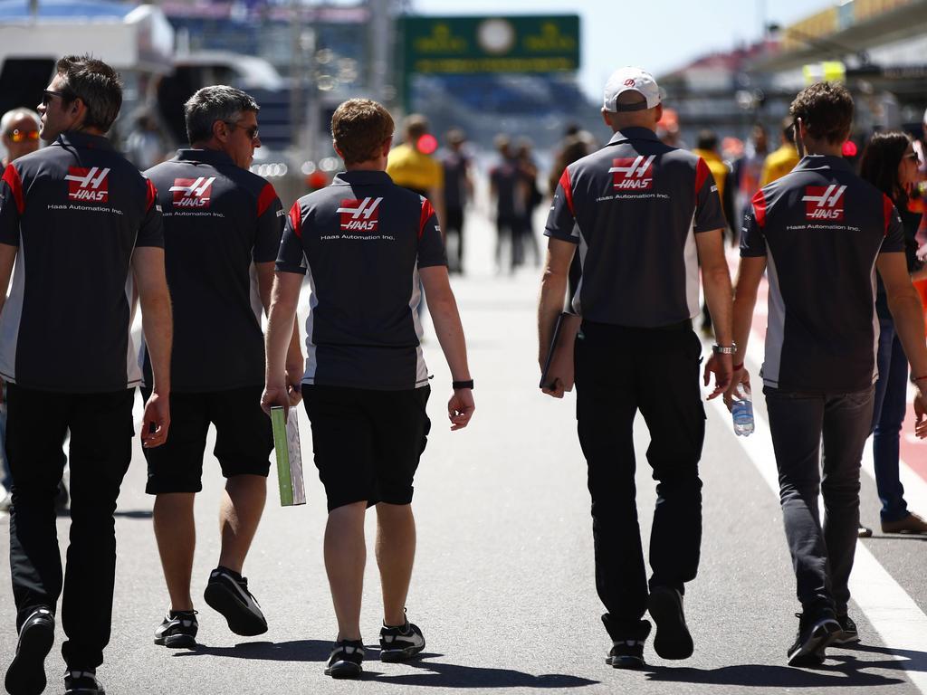 Die Haas-Mannschaft bei der Streckenbegehung