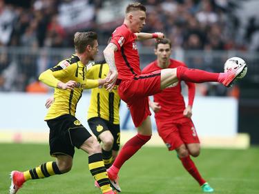 Marius Wolf (M.) spielt auch kommende Saison bei der Eintracht