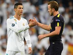 Shakehands nach erfolgreicher Punkteteilung: Cristiano Ronaldo und Harry Kane (r.)