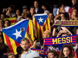 Banderas independentistas en el estadio del FC Barcelona. (Foto: Getty)