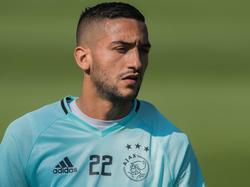 Hakim Ziyech is aanwezig op de training van Ajax (08-09-2016).