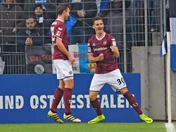 Stefan Kutschke (r.) feiert das 1:0 für Dynamo Dresden in Bielefeld