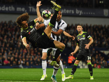 Espectacular acción de David Luiz en la cancha del West Bromwich. (Foto: Getty)