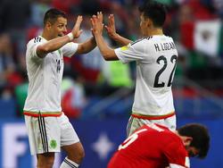 Chicharito (l.) geht selbstbewusst in das Duell mit Deutschland