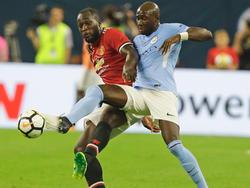 United-Neuzugang Romelu Lukaku (l.) traf im Prestigeduell gegen City