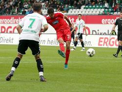 Tim Kleindienst schießt zum 2:0 für Heidenheim ein und bringt die Roten auf Kurs