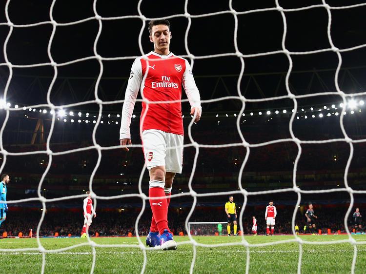 Die Zukunft von Mesut Özil beim FC Arsenal ist weiterhin ungeklärt