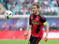 Julian Schuster, der Kapitän des SC Freiburg, kritisiert die Entwicklung auf dem Transfermarkt