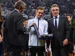 Im Vorfeld des WM-Qualifikationsspiels gegen Österreich wird Deutschland-Kapitän Philipp Lahm für sein bevorstehendes 100. Spiel für die DFB-Elf geehrt