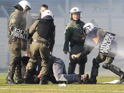 Der griechische Fußball hat immer wieder große Probleme mit Randalierern