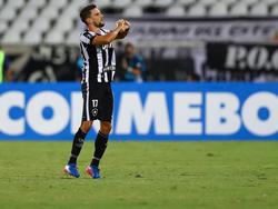 Así celebró Rodrigo Pimpão su gol que dio el triunfo al Botafogo. (Foto: Getty)