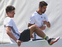 Das DFB-Team um Mario Gomez und Sami Khedira schottet sich ab