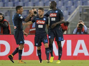 Dries Mertens (M.) traf zum zwischenzeitlichen 3:1 für Neapel