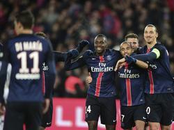 Blaise Matuidi, Lucas und Zlatan Ibrahimovic (v.l.n.r.) feiern einen Treffer für Paris Saint-Germain während der Ligue-1-Partie am 22. Spieltag der Saison 2015/2016 gegen Angers SCO. (23.1.2016)
