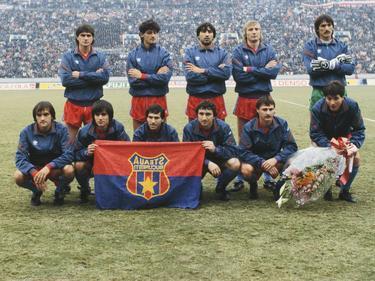 Lucian Bălan (unten, dritter von links) mit der erfolgreichen Mannschaft von Steaua Bucureşti