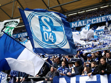 Im Derby gegen Dortmund flogen Feuerzeuge aus dem Schalker Block