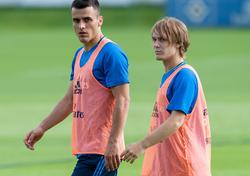 Filip Kostić (l.) trainiert, um der schnellste Spieler der Bundesliga zu werden