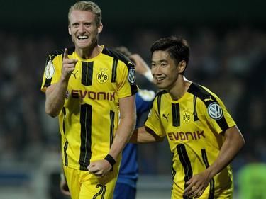 Die Dortmunder Torschützen: Shinji Kagawa (r) und André Schürrle (l) nach seinem ersten Pflichtspieltor für den BVB