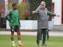 Zurück auf dem Trainingsplatz: Douglas Costa (l.)