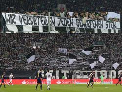 Die Borussia-Fans ließen sich zu einem beleidigenden Banner hinreißen; Fotomontage
