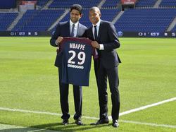 Kylian Mbappé (re.) lagen Angebote von zahlreichen Vereinen vor
