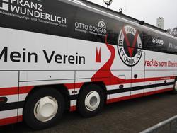 Der Mannschaftsbus von Viktoria Köln wurde beschmiert