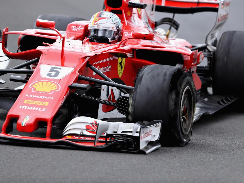 Vettel fiel in Silverstone wegen eines Reifenschadens von vier auf sieben zurück