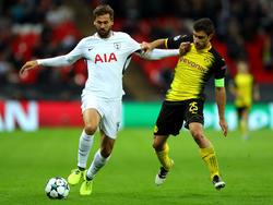 Llorente lleva la pelota con la camiseta de su nuevo equipo el Tottenham. (Foto: Getty)