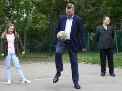 Ballzauberer Reinhard Grindel hat die WM in Russland verteidigt