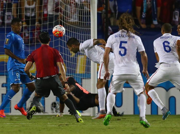 Clint Dempsey (M.) schnürt gegen Honduras einen Doppelpack