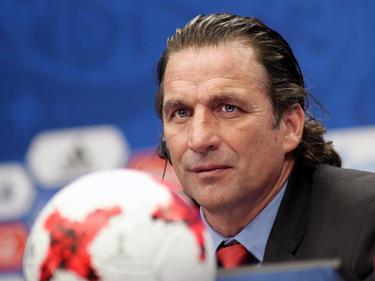 Juan Antonio Pizzi en una rueda de prensa con Chile. (Foto: Getty)