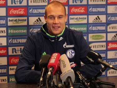 Holger Badstuber bei seiner Präsentation auf Schalke