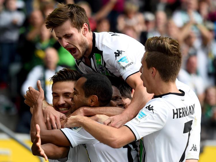Die Fohlen feiern den 2:0-Sieg gegen Wolfsburg
