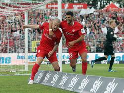 Die Würzburger Kickers bejubeln den Führungstreffer