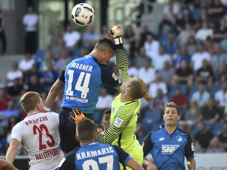 Sandro Wagner steigt am höchsten, kommt aber trotzdem nicht an den Ball. (28.08.2016)