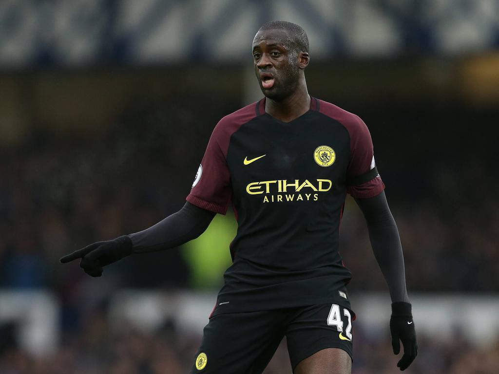 Yaya Touré geeft aanwijzingen tijdens het competitieduel Everton - Manchester City (15-01-2017).