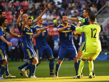 Die bosnischen Spieler jubeln nach dem entscheidenden Elfmeter