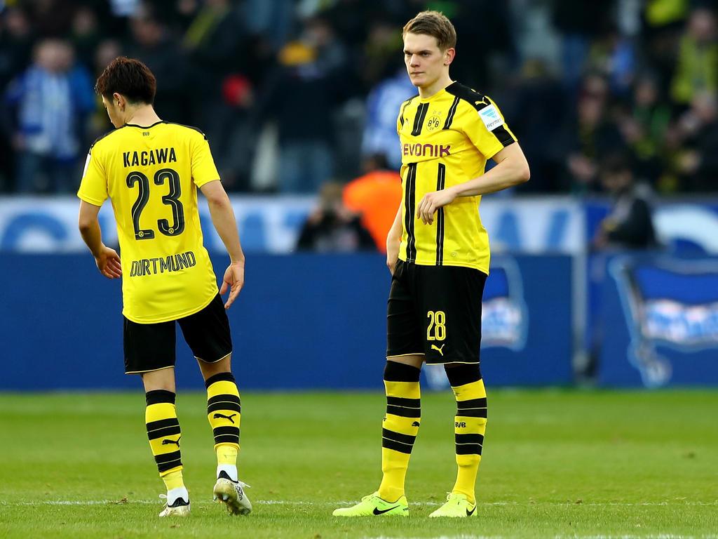 Matthias Ginter (r.) lässt seine Zukunft beim BVB offen