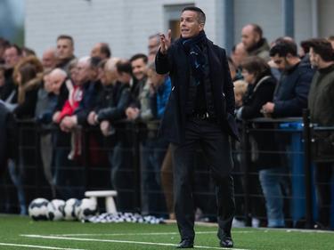 FC Dordrecht-trainer Gérard de Nooijer staat coachend langs de lijn tijdens het competitieduel Achilles'29 - FC Dordrecht (21-04-2017).