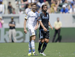 Alternde Prominenz auf dem Platz: Steven Gerrard (l.) und Andrea Pirlo