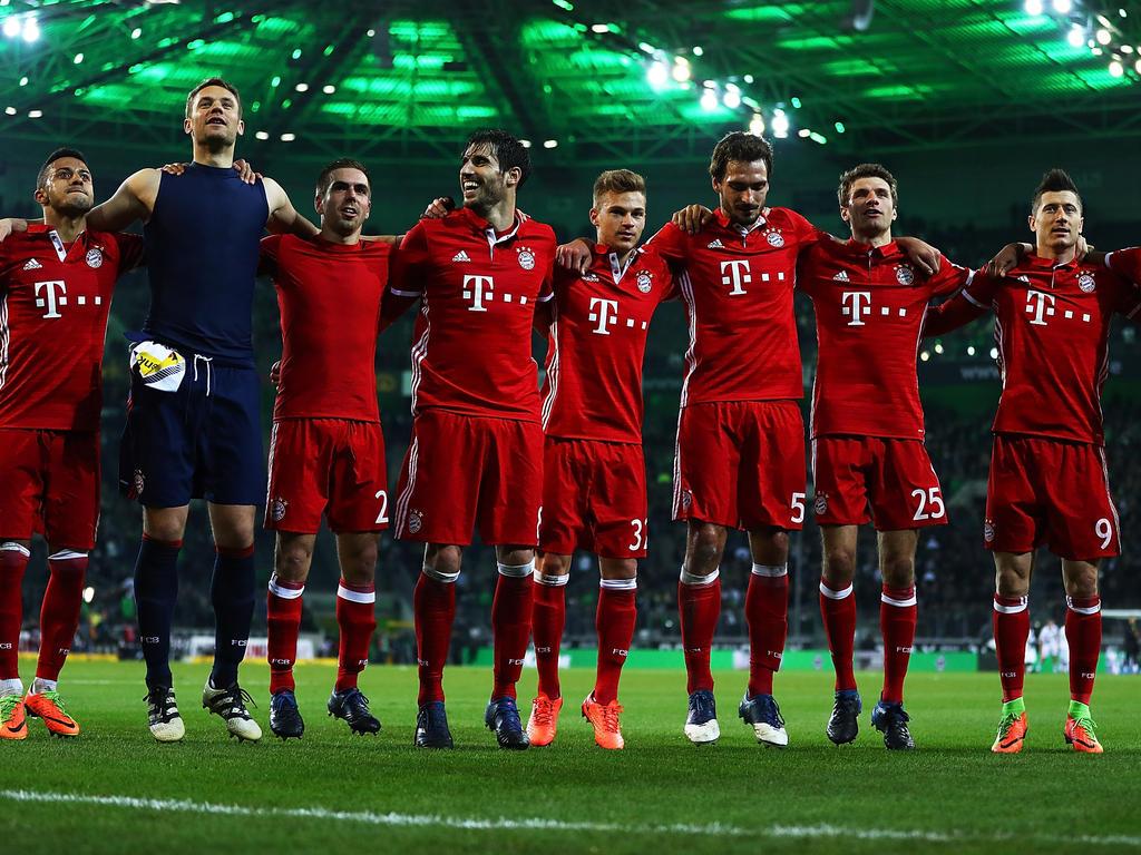 Fußball | Tausende Fans feiern Lahm und die Meister-Bayern auf dem Marienplatz
