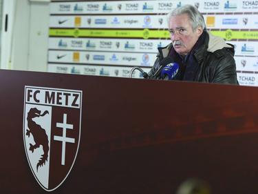 Metz-Präsident Bernard Serin verurteilt den Böller-Wurf