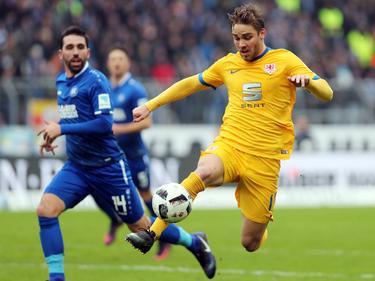 Auch Torjäger Christoffer Nyman (r.) konnte in Karlsruhe keine Akzente setzen