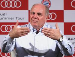 Bayern-Präsident Uli Hoeneß will die Strapazen zukünftiger Werbetouren minimieren