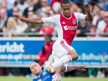 Gino van Kessel in actie voor Ajax tijdens een oefenduel met SDC Putten. (29-06-2013)
