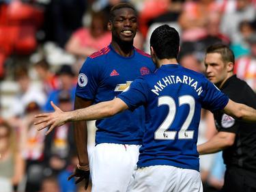 Paul Pogba feiert den Treffer von Henrikh Mkhitaryan (r.)