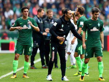 Für Werder-Coach Alexander Nouri (Mitte) ist Aufarbeit angesagt