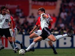 Mit diesem Schuss sicherteOliverBierhoff1996 der deutsche Mannschaft den EM-Titel durch ein Golden Goal
