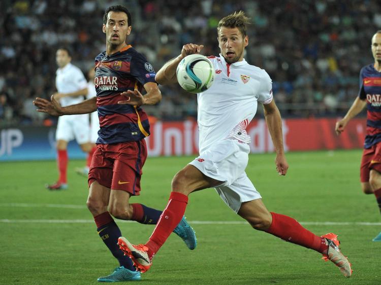 Grzegorz Krychowiak (r.) gehört zu den besten Mittelfeldspielern in Spanien